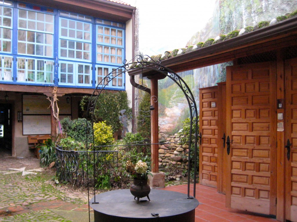 Inner courtyard of Albergue at Hospital de Orbigo